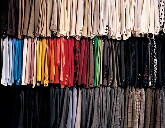 C mo guardar o almacenar la ropa de manera eficiente trasteros mad - Baules para guardar ropa ...
